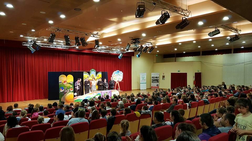 """De 1 Iunie, Teatrul """"Luceafărul"""" joacă la Torino și la Iași"""