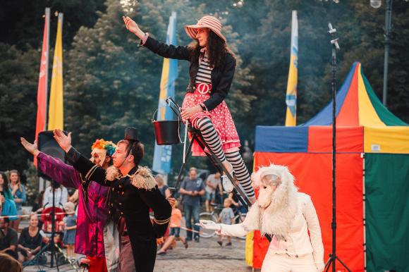 Alice pe tărâmul circului