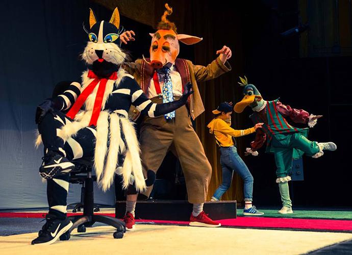 PETRICĂ ȘI LUPUL după Serghei Prokofiev este un spectacol nonverbal, o fantezie muzical-coregrafică pentru toate vârstele