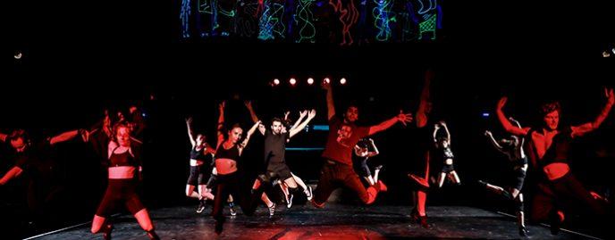 ON THE ROOF Un spectacol de teatru coregrafic realizat de Gigi Căciuleanu
