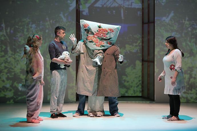 Extraterestrul care își dorea ca amintire o pijama de Matei Vișniec