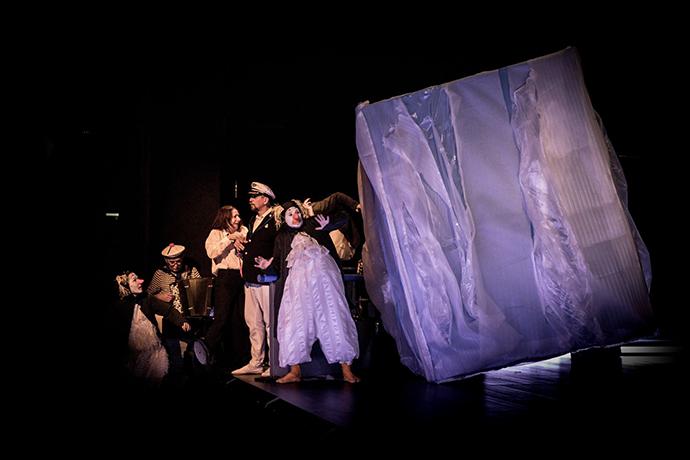 Theater Asou Graz Austria Pinguinii la pescuit