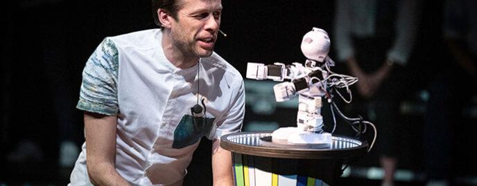 Improbotics Spectacol de improvizație online coordonată de IA