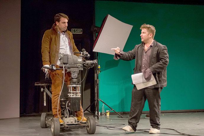 LINIŞTE! SĂRUT. ACŢIUNE! o adaptare de Peter Kerek după filmul Living in Oblivion de Tom Dicillo cu Pavel Bartoș