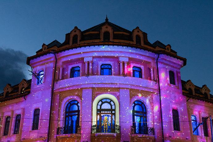 Teatrul Tineretului Piatra Neamț VA URMA. Pe Planeta Oglindă un spectacol de Gianina Cărbunariu